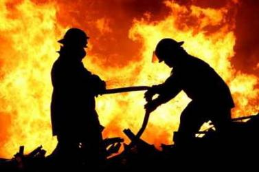 Eloltották a győri műanyag-feldolgozó üzemben keletkezett tüzet