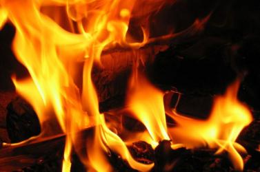 Tűz ütött ki egy kompon, több mint harmincan eltűntek