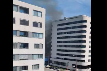 Hatalmas füsttel lángolt egy raktárépület Pozsonypüspökin (VIDEÓ)