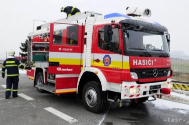 Idős férfi próbálta eloltani a házában keletkezett tüzet - a szomszédok siettek a segítségére