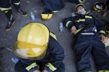 Meghalt egy tűzoltó az ausztráliai tűzvészben