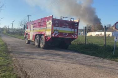 Hatalmas tűz volt Léva közelében, régi monitorok, számítógépek égtek szét!