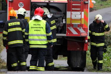 Hatalmas tűz Nagymihályban, két tűzoltó megsérült!