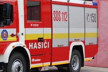 Kigyulladt a lakóház teteje, 17 embert kellett evakuálni