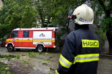 A dunaszerdahelyi tűzoltók máris a szél okozta károkkal kénytelenek szembesülni