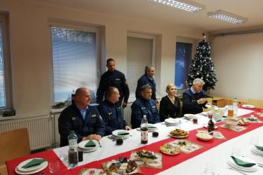 Saková karácsonykor meglátogatta a dunaszerdahelyi tűzoltókat, ajándékot is hozott!