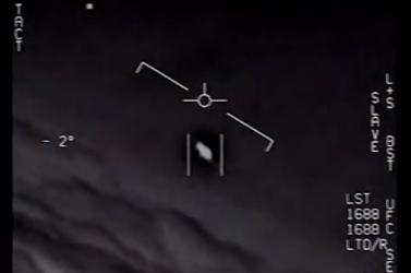 Nem tud mit kezdeni az amerikai haditengerészet ezzel az UFO-val (VIDEÓ)