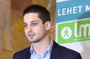 Meleg az ismert magyar politikus