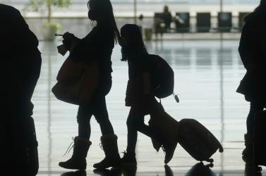 A külügyminisztérium továbbra sem ajánlja, hogy külföldre utazzunk