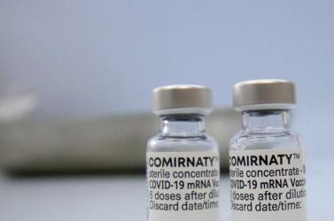 Elkezdődött az 5-11 éves korcsoportnak fejlesztett koronavírus elleni Pfizer/BioNTech-vakcina EU-s engedélyeztetése