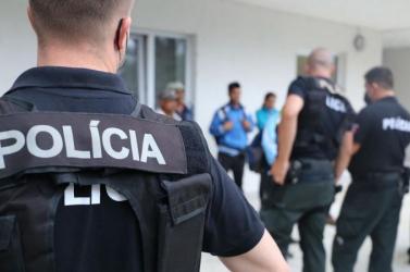 Nemcsak a rendőrök, hanem a családtagjaik magánéletére is hatással van, hogy az uniformison ott a nevük