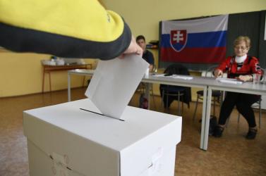 FELMÉRÉS: A magyar pártok nincsenek sehol, és még a fejekben is káosz uralkodik