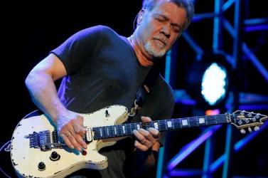 Meghalt a legendás gitáros, Eddie Van Halen