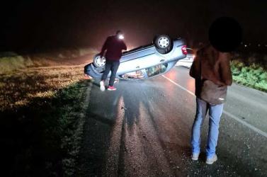 BALESET: Tetejére borult egy Škoda pénteken este Vásárút mellett