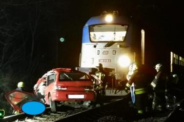 Pozsony felől érkező EuroCity vonat ütközött autóval Vácnál, ketten meghaltak