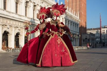 Számolni fogják a turistákat a velencei karnevál idején