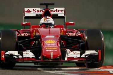 Bahreini Nagydíj: Vettel tarolt a szabadedzéseken