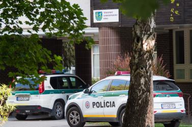 Molotov-koktéllal támadt az iskolagyújtogató Dunaszerdahelyen, a rendőrök szemtanúk segítségét kérik