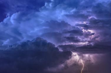 Hétfőn még viharokra, keddtől azonban már másra figyelmeztetnek a meteorológusok