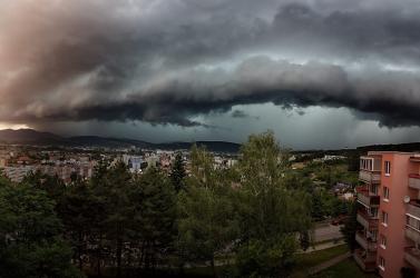 Durva viharok tombolnak Franciaországban, 140 ezer háztartásban szünetel az áramszolgáltatás
