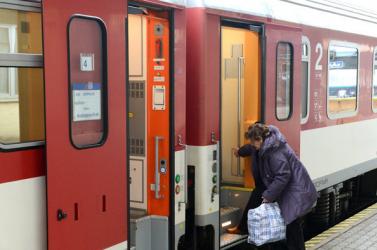 Több mint egy órát késett az Érsekújvárba tartó vonat, mert egy nő nem volt hajlandó maszkot felvenni