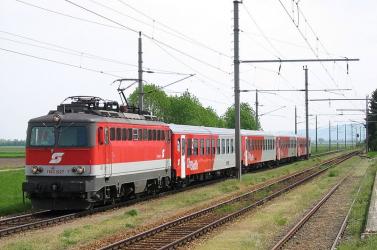 Vonat aljába csimpaszkodva próbált Magyarországra jutni négy migráns