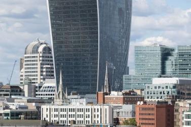 Szigorítják a felhőkarcolók építésére vonatkozó szabályokat Londonban a járókelők érdekében