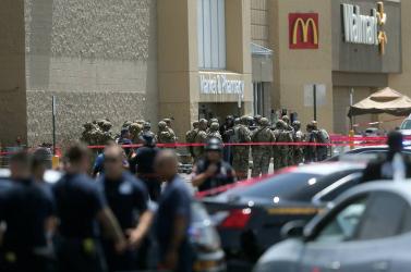90 rendbeli bűncselekmény miatt emeltek vádat a 22 spanyolajkúval végző texasi ellen