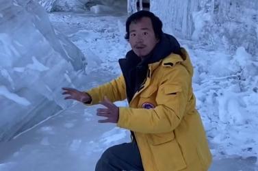 Olvadó gleccser jéghideg vizébe veszett a gleccservédő kínai influenszer