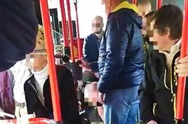 Durván összebalhézott egy utas az ellenőrökkel a pozsonyi buszon (VIDEÓ)