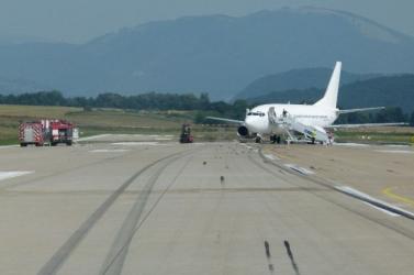 Összeütközött két repülőgép, evakuálni kellett az utasokat (videó)