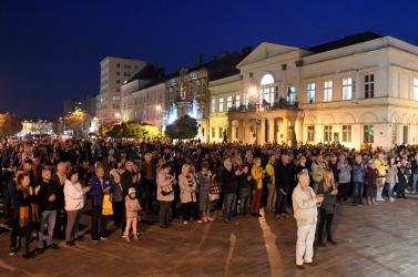 Az embereknek elegük van a politikai botrányokból, ezrek gyűltek össze az utcákon (FOTÓK)
