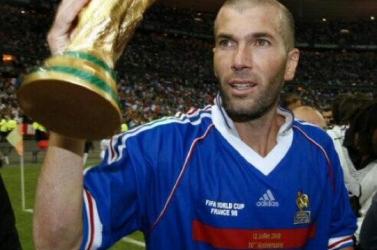 Több mint 100 ezer dollárt fizettek vb-döntős Zidane-mezért
