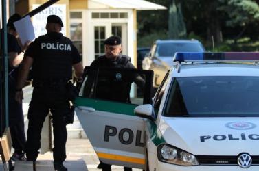 Kihallgatták Zsuzsovát, illegális fegyverkezéssel gyanúsították meg
