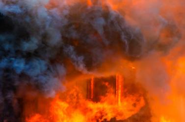Tűz ütött ki az éjjel egy zsolnai lakóházban, de mindenkit időben kimenekítettek!