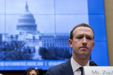 Európaiak beszélgetéseit is lehallgatta a Facebook