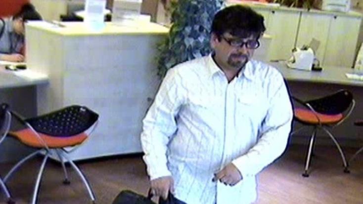 350 ezer eurót vett fel jogtalanul a bankból képen látható fickó