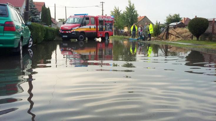 Elárasztotta az esővíz Hodost - FOTÓK