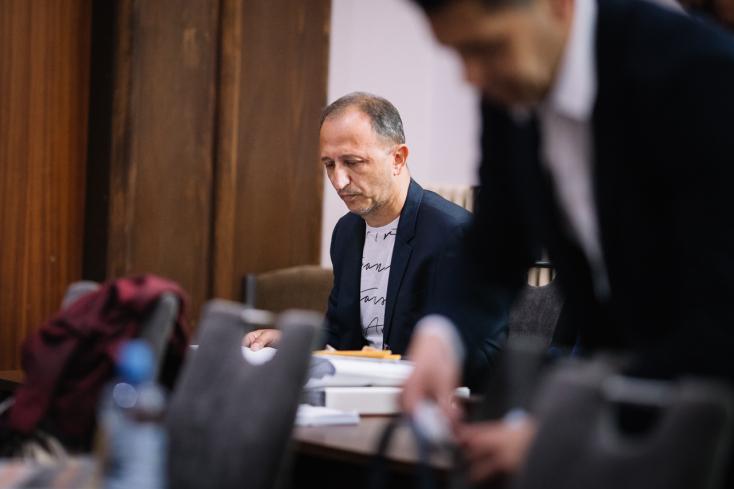 Szökésben a Nagyorrú - Sátorék csúcsrendőre 17 évet kapott, de nem vonult be a börtönbe
