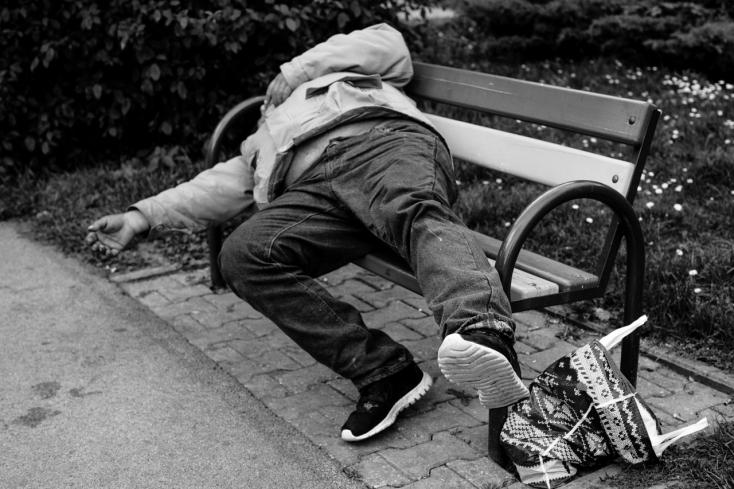 Emberek tízezrei aludtak az utcákon adományt gyűjtve a hajléktalanoknak