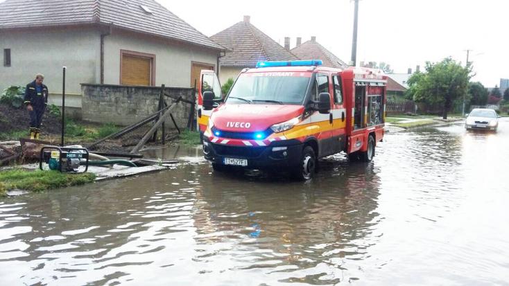 A szombat éjjeli vihar foglalkoztatta a dunaszerdahelyi és galántai járási hivatásos és önkéntes tűzoltókat is