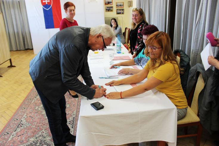 A dél-szlovákiai járások megválasztott polgármesterei egy helyen