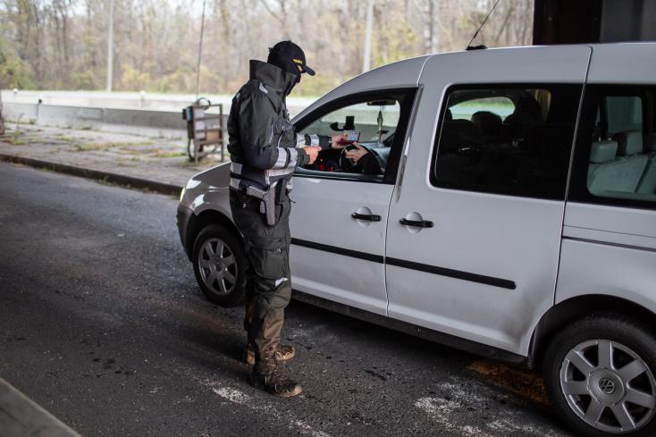 Szigorúbb határellenőrzést követelnek a szlovákiai városok