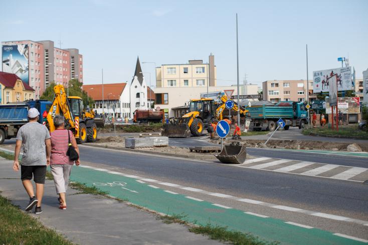 Lezárták Dunaszerdahely legnagyobb körforgalmát, sokan figyelmen kívül hagyják az elterelő táblákat