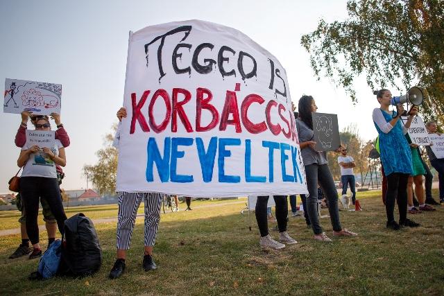 A cirkusz a városi rendőrséggel akarta elriasztani a tüntetőket