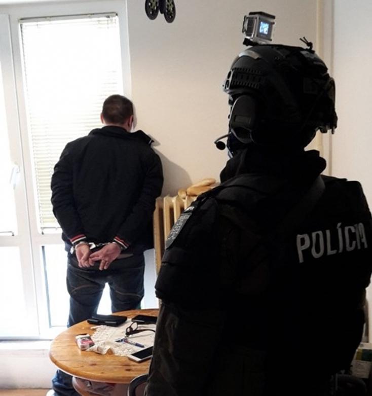 Rendőrségi akció: kábítószer volt a lakásban, őrizetbe vettek egy férfit