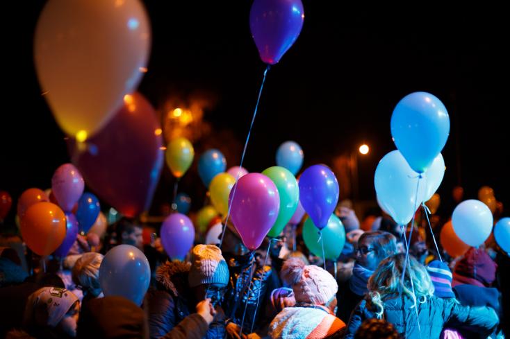 500 világító lufi repült a magasba Dunaszerdahelyen