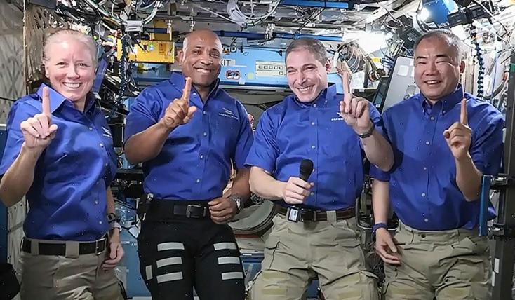 Fedélzetén négy űrhajóssal megérkezett a Földre a SpaceX űrhajója (VIDEÓ)