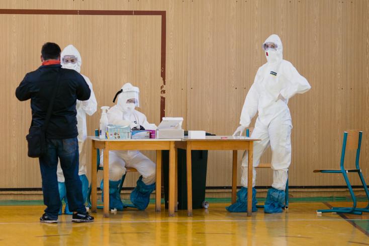 Megcsappant az érdeklődés a tömeges tesztelés iránt, délig majdnem 2 százaléknyian bizonyultak fertőzöttnek