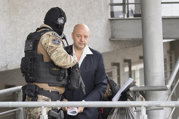 Szembesítik az üzletembert a maffiavezérrel